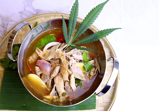 Grilled  chicken in Tom Yoong soup with herb