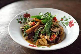 Pad Hed Hom Ka Prow Krob (veggies)