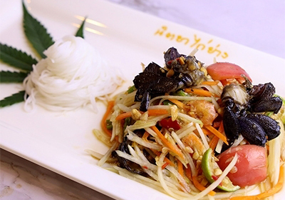 Papaya  salad  herb with  pickled  crab and preserved  fish