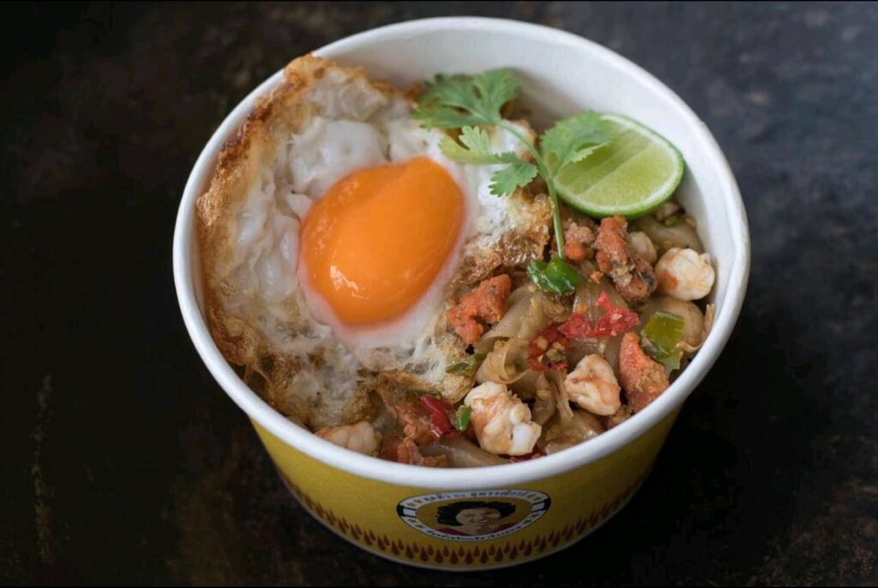 Crab  roe + Prawn with chili & salt stir-fried noodles + Fried egg
