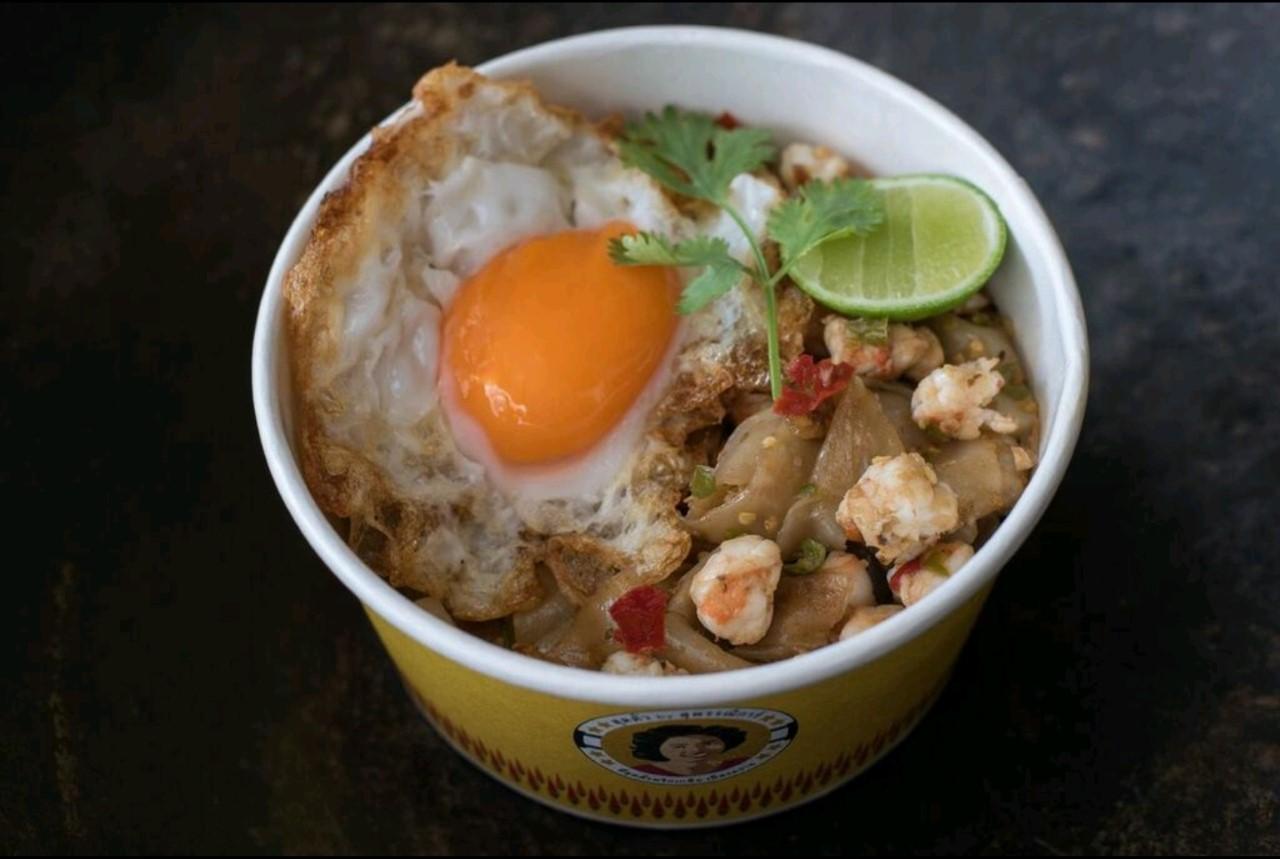Prawn with chili & salt stir-fried noodles + Freid egg